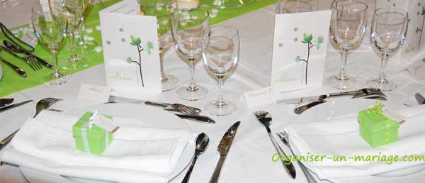 decoration-de-table-vert-anis-et-blanc