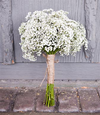 bouquet de mari e blanc avec gypsophile organiser un mariage. Black Bedroom Furniture Sets. Home Design Ideas